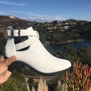 Shoes - White comfortable Boots
